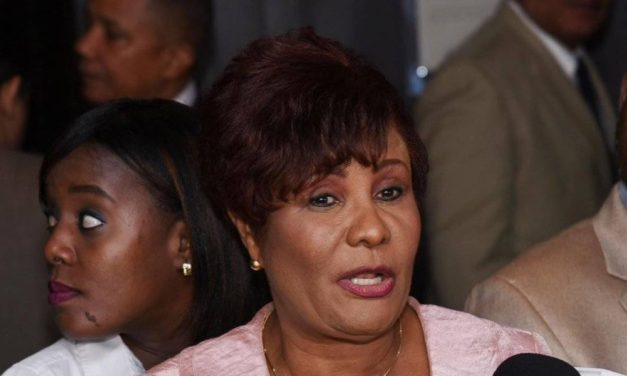 Diputada Josefa Castillo somete al exgobernador Eladio Martínez