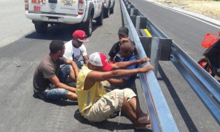 Apresan supuestos ladrones de barandillas en autopista Circunvalación de Santo Domingo