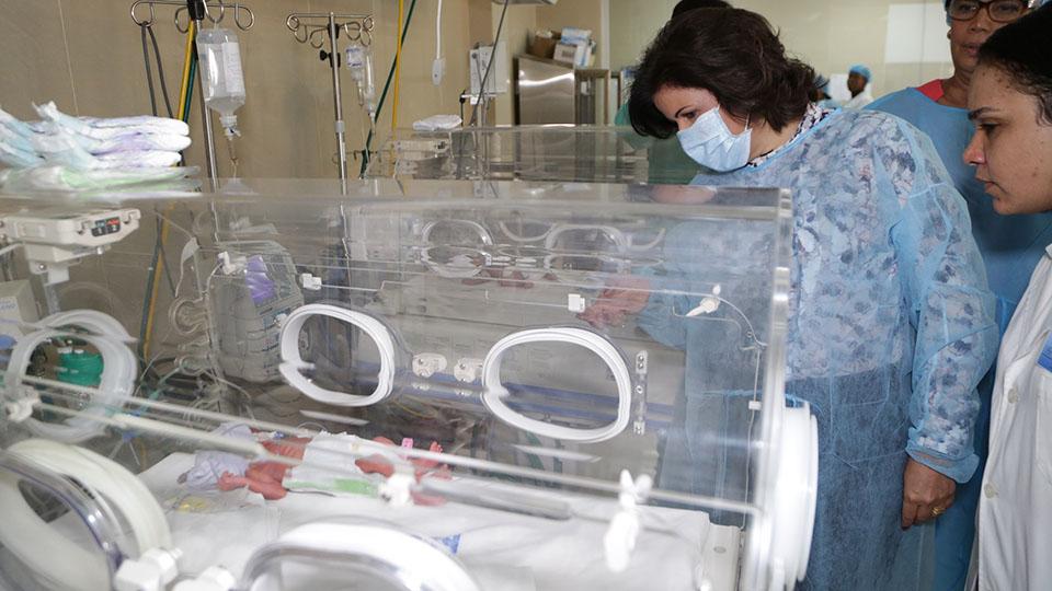 Vicepresidenta visita Maternidad La Altagracia; se solidariza con madres de 14 bebés fallecidos