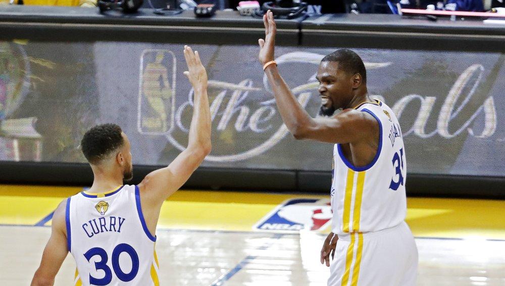 Golden State Warriors arrancan adelante de los Cleveland Cavaliers ganan el primer juego
