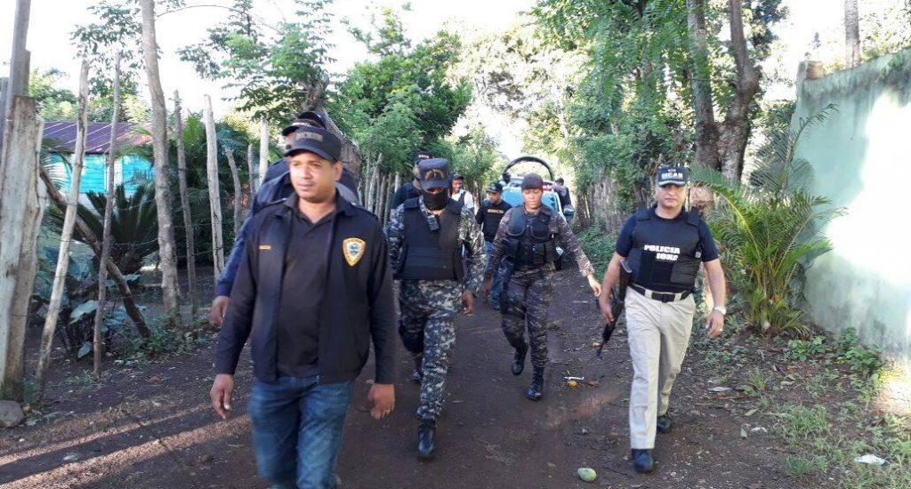 Ministerio Público y Policía Nacional allanan viviendas en Los Alcarrizos, ocupan drogas