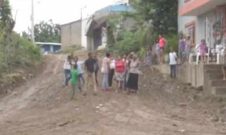 Los residentes del sector Las Mercedes en Los Alcarrizos piden el arreglo de sus calles