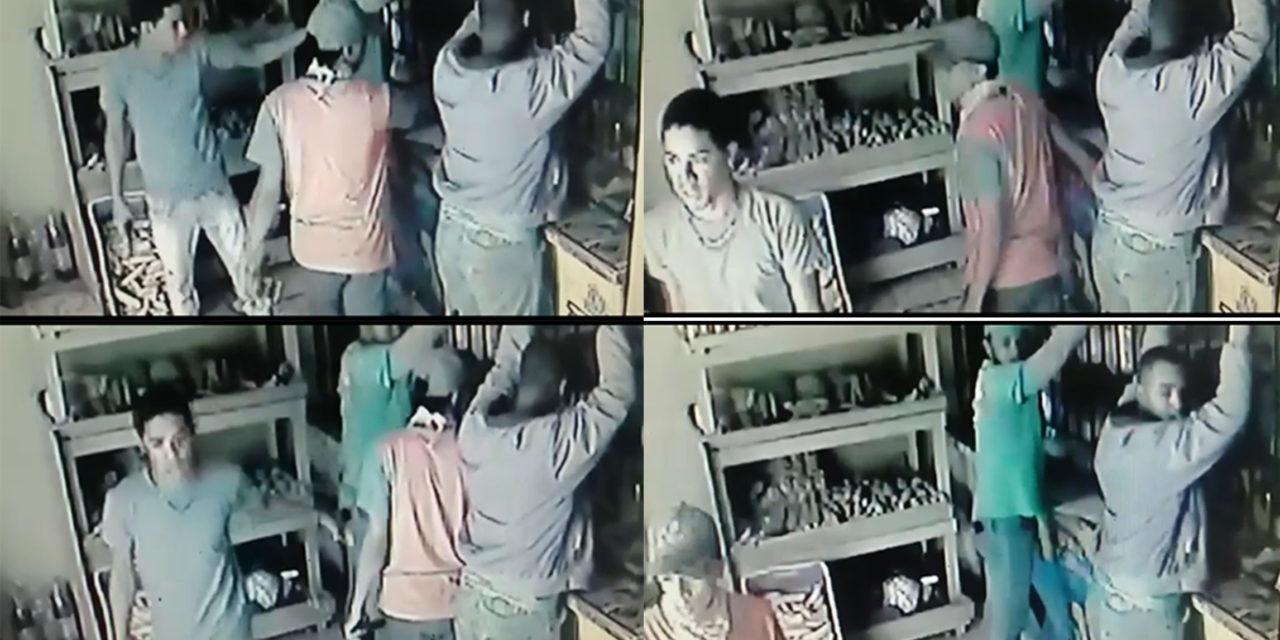 Delincuentes armados asaltan un colmado y clientes en el barrio Savica de Los Alcarrizos