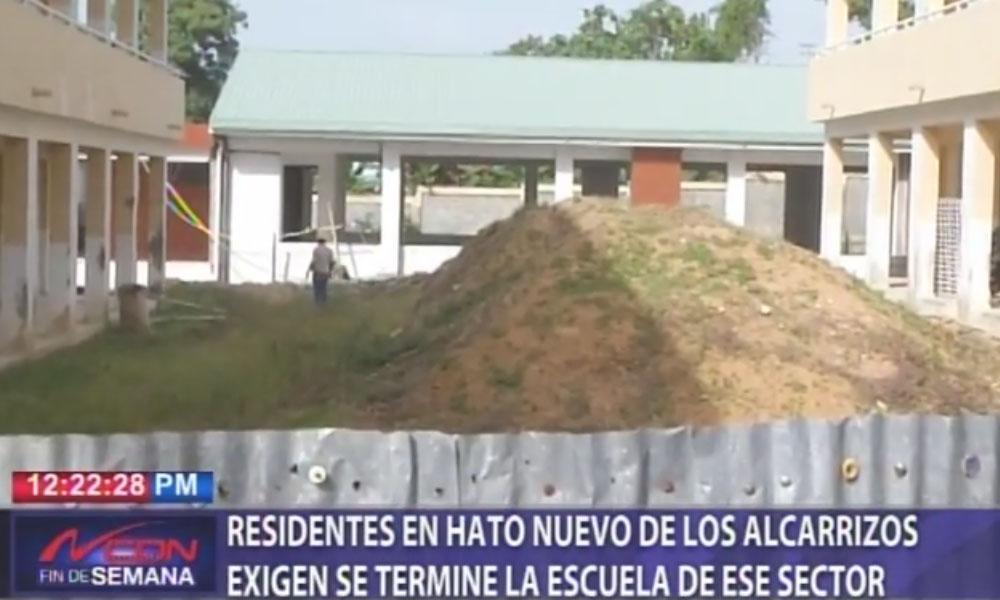 Residentes en Hato Nuevo de Los Alcarrizos exigen se termine la escuela de ese sector