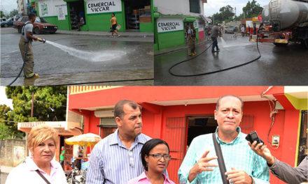 Alcaldía Los Alcarrizos realiza operativo de limpieza en mercado informal de productores