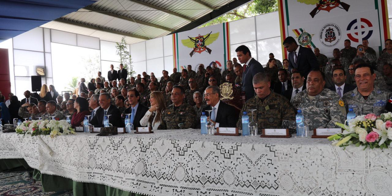 Medina dispone aumento de salario y otros incentivos para militares de FFAA