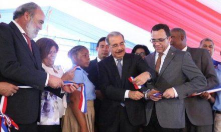 Presidente Danilo Medina entrega moderno liceo en el barrio Las Mercedes, Los Alcarrizos
