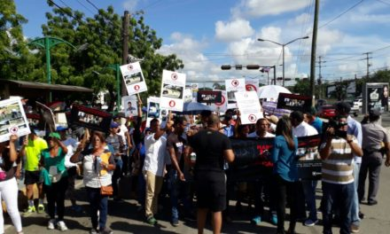 Residentes en Alameda Oeste protestan por controles de Alcaldía SDO en su sector
