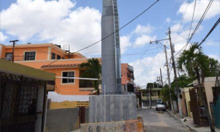 Denuncian torre del teleférico en medio de calle en Los Tres Brazos; URBE aclara situación
