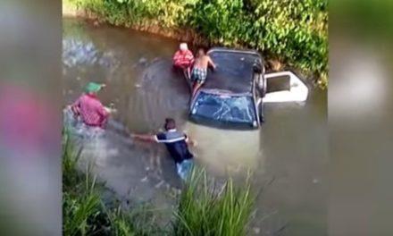 Mueren dos hombres al deslizarse vehículo en una laguna en Nagua