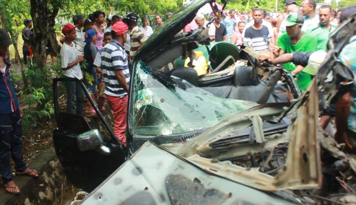Choque entre una camioneta y una patana deja un saldo de 4 muertos y 5 heridos