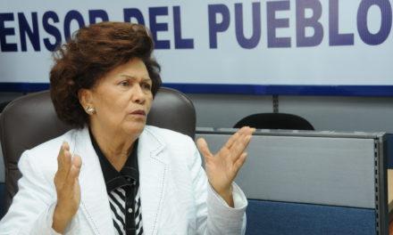 La Defensora del Pueblo pide más apoyo y protección para los jóvenes de los barrios