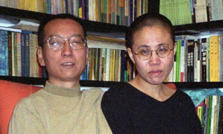 Suspenden el tratamiento contra el cáncer para el Nobel chino Liu Xiaobo, en libertad condicional