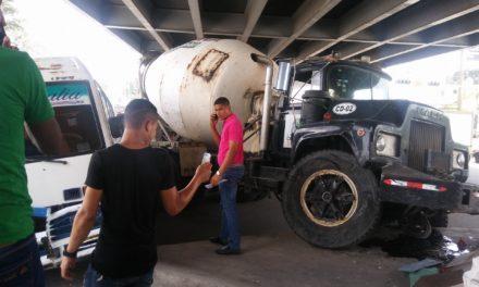 Aparatoso accidente de tránsito en Los Alcarrizos deja saldo de un muerto y cuatro heridos