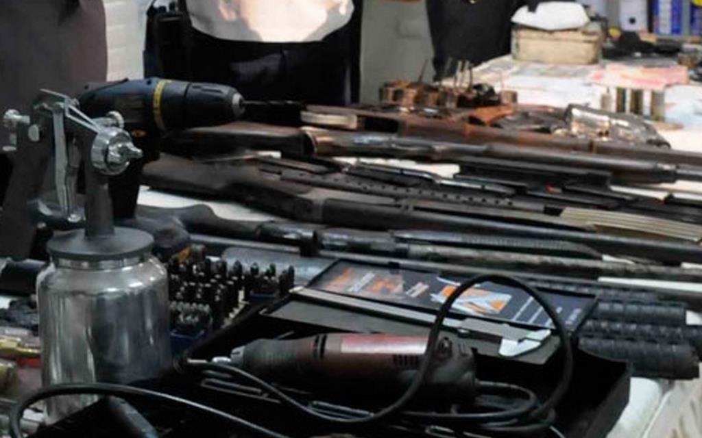 La PN y  el MP allanan vivienda en Manoguayabo y confiscan fusil, ametralladora y pistolas