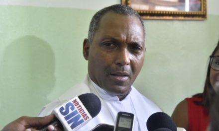 Sacerdote Carlos Piantini dice que su traslado a Puerto Rico es obra del Gobierno