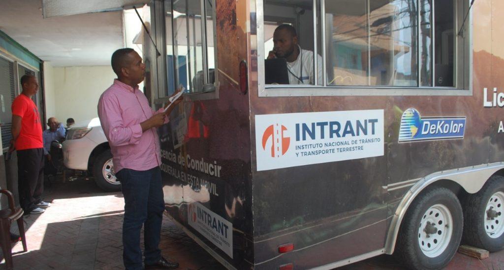 INTRANT realiza operativo de expedición de licencias de conducir en Los Alcarrizos