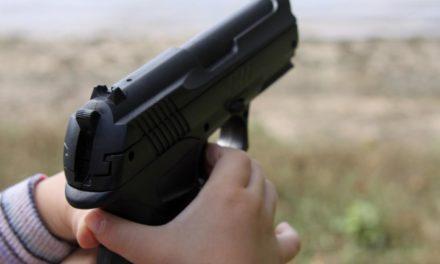 Menor mata a otro de un disparo mientras jugaba con el arma de su padre