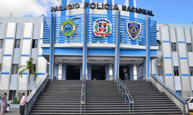 Policía Nacional ocupa una chilena a dos jóvenes en Pedro Brand