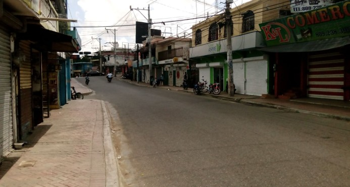 Organizaciones paralizan municipio de Los Alcarrizos en reclamo de diversas obras