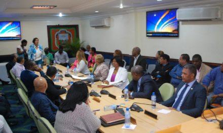 Ayuntamiento, diputados y empresarios de Los Alcarrizos unidos por reclamo de obras