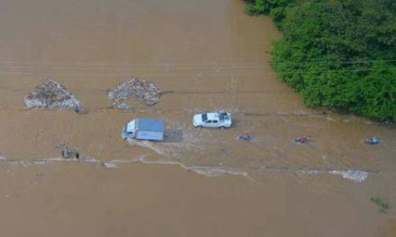 Alcalde de Castañuelas advierte posible tragedia tras embestida del río Yaque del Norte
