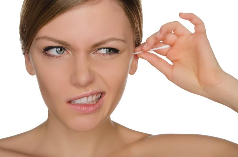 Posibles daños que puede causar el uso de hisopos en los oídos