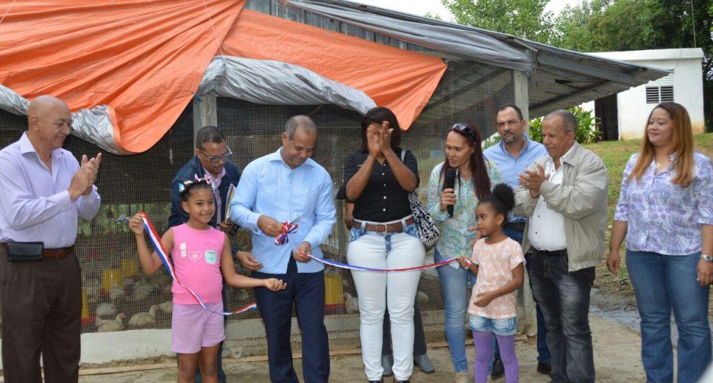 FEDA entrega una granja de pollos a mujeres organizadas de Hato Nuevo, Los Alcarrizos