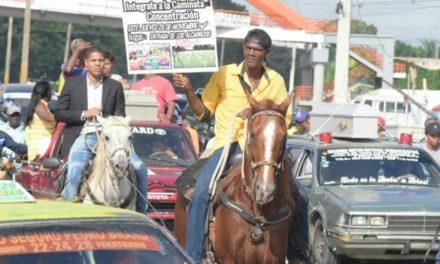 En Los Alcarrizos marchan en reclamo de carreteras y la extensión del Metro