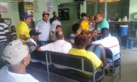 Comunitarios ocupan hospital Los Americanos en Los Alcarrizos por corrupción en la dirección