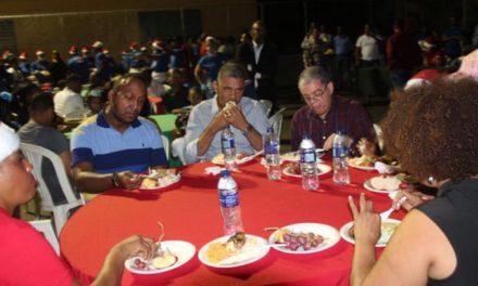 Interior y Policía inicia cenas navideñas en los barrios, celebra en Los Alcarrizos