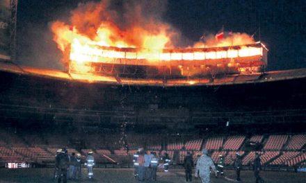 Un fuego destruye por completo el Palco de Prensa en el Estadio Quisqueya Juan Marichal