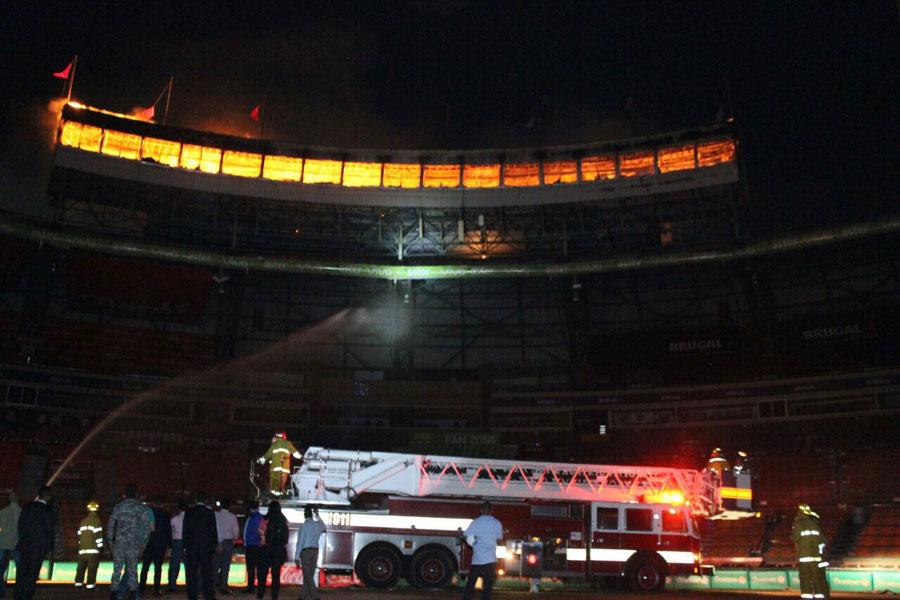 Un fuego destruye por completo el Palco de Prensa en el Estadio Quisqueya Juan Marichal, Alcarrizos News Diario Digital