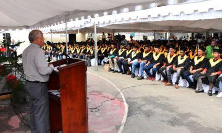 Entregan certificados de cursos técnicos a 715 internos del penal La Victoria