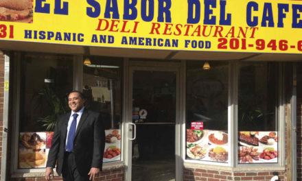 Ex preso dominicano al que Obama perdonó una pena hace un año abre restaurante