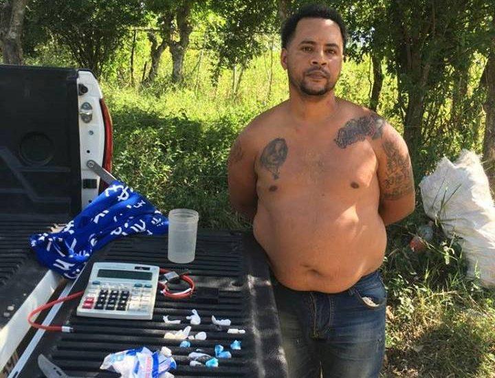 Policía Nacional apresa dos, ocupa grandes cantidades de drogas, celulares y balanzas