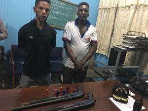 Policía Nacional apresa en Los Alcarrizos a dos jóvenes a quienes acusa de cometer atracos, Alcarrizos News Diario Digital