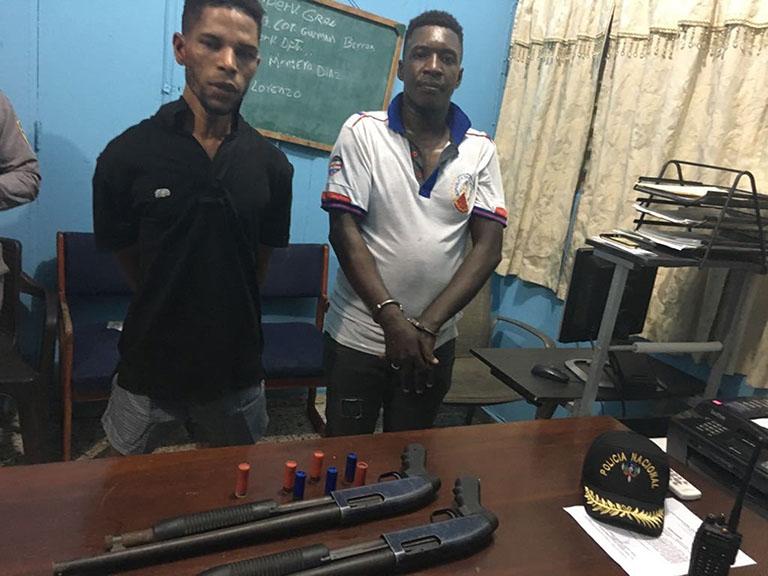 Policía Nacional apresa en Los Alcarrizos a dos jóvenes a quienes acusa de cometer atracos