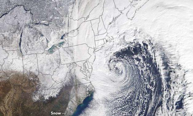 Emergencia en Nueva York por azote del ciclón bomba, provoca cierre de escuelas y aeropuertos