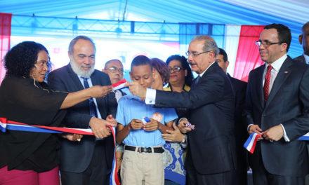 Medina inaugura anhelada escuela Manuel Emilio Jiménez, Los Libertadores la recibe con regocijo