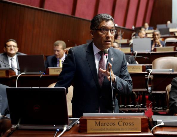 Diputados discuten ley obligaría a poner salvavidas y a instalar torres de vigilancias en playas y balnearios
