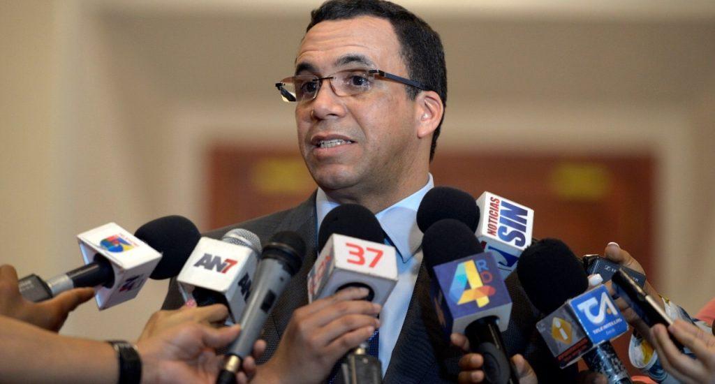 Ministro Educación Andrés Navarro exhorta a padres y madres a enviar a sus hijos a la escuela este lunes