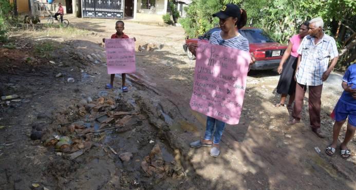 En Palmarejito los moradores carecen de los servicios básicos, pero les sobra la pobreza y la insalubridad
