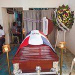 Familiares sepultan los restos mortales de los dos oficiales que fueron acribillados por desconocidos