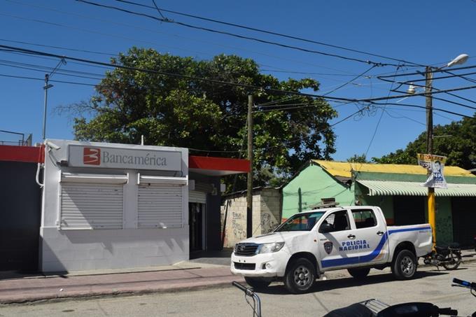 """""""Me quitaron algo bueno"""", dice ladrón que fue asaltado con valija de banco en Barahona"""