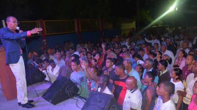 """Realizan gran concentración evangelística """"tomando nuestro territorio"""" en Los Alcarrizos"""