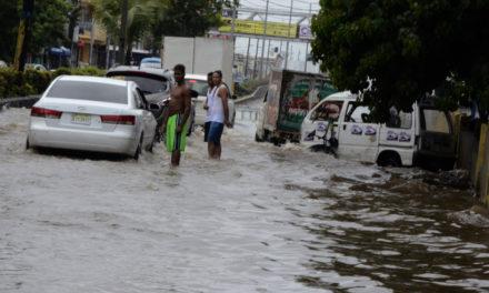 COE reporta 55 desplazados y 11 viviendas afectadas por Isaac
