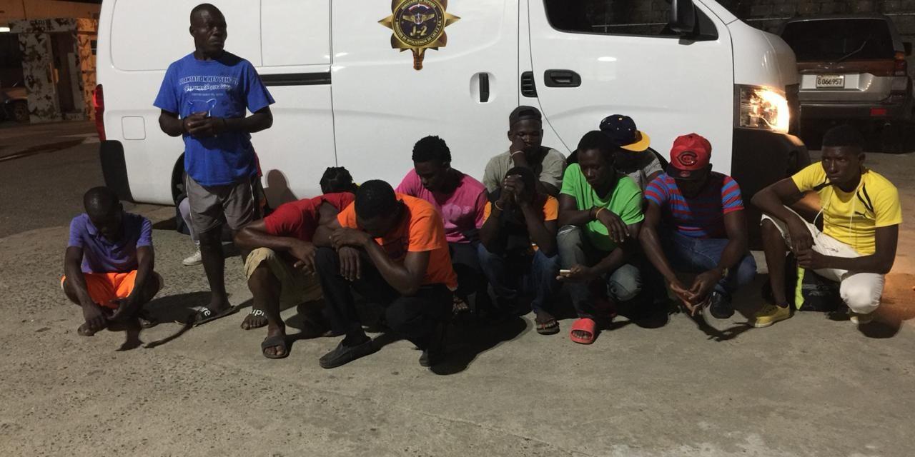 Apresan en Jimaní 13 haitianos que pretendían llevar motocicletas ilegales a Haití