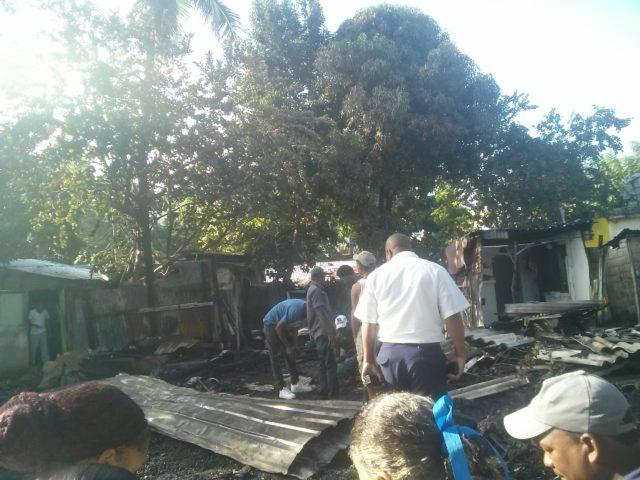 Incendio en Los Alcarrizos deja 7 familias a la intemperie