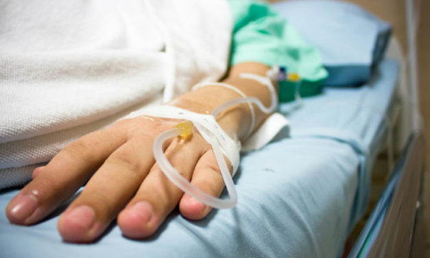 Mujer murió en una cirugía porque médico la abandonó para ir a consultorio privado